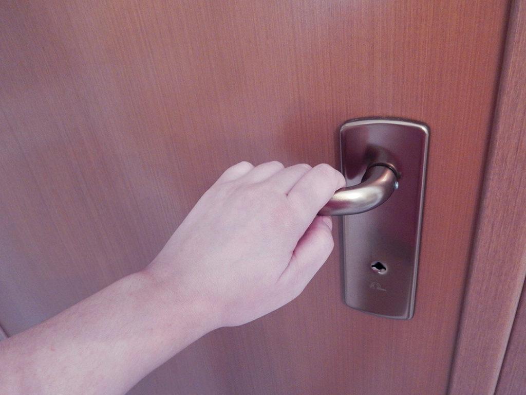 βρώμικα σημεία στο σπίτι | χερούλι πόρτας