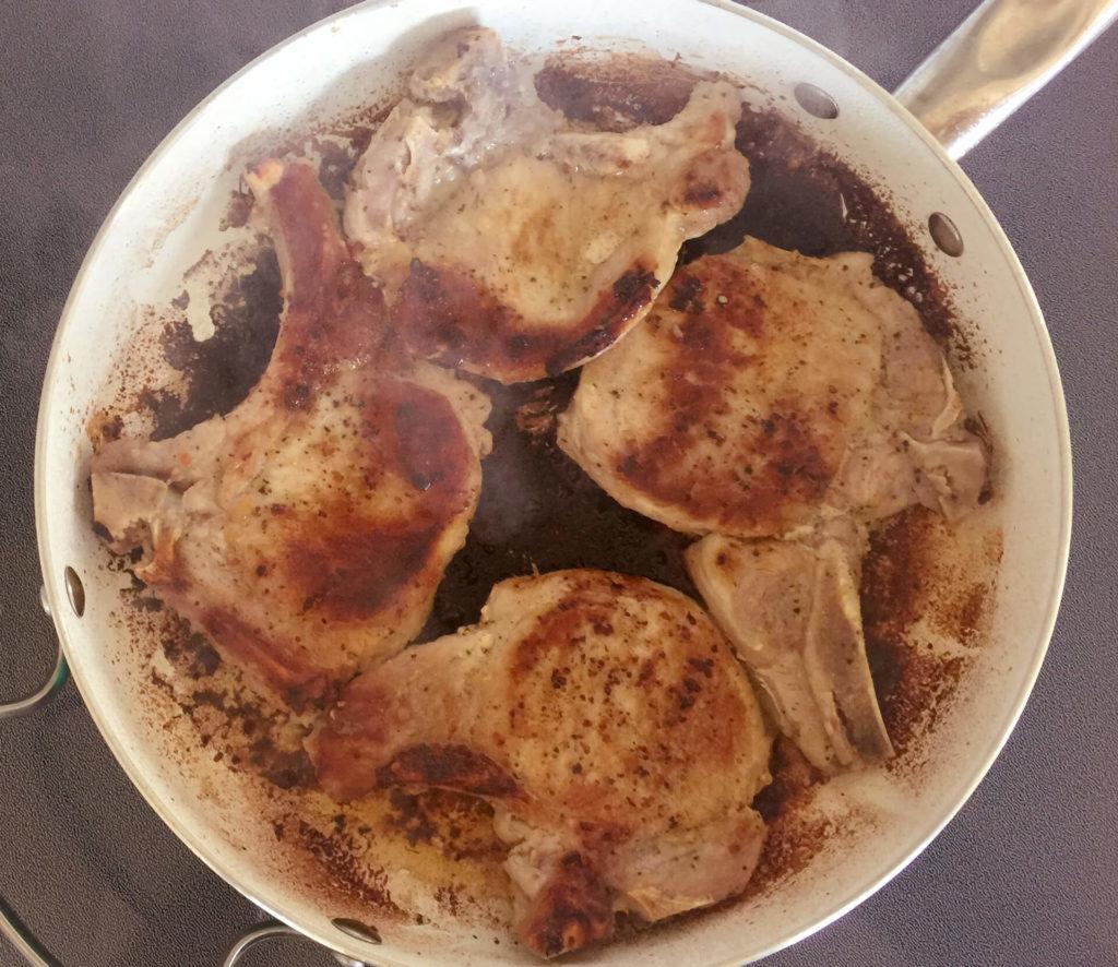 χοιρινά μπριζολάκια με σάλτσα βερίκοκο - βήμα 1