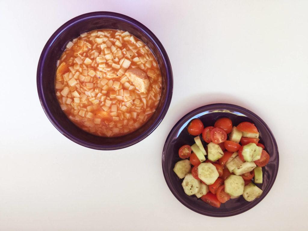 Κοτόσουπα κόκκινη με χυλοπίτες