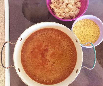 Κοτόσουπα κόκκινη με χυλοπίτες γενική
