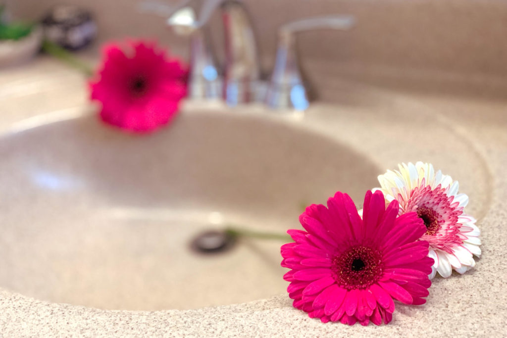 Αστραφτερός νιπτήρας μπάνιου σε 4 βήματα1