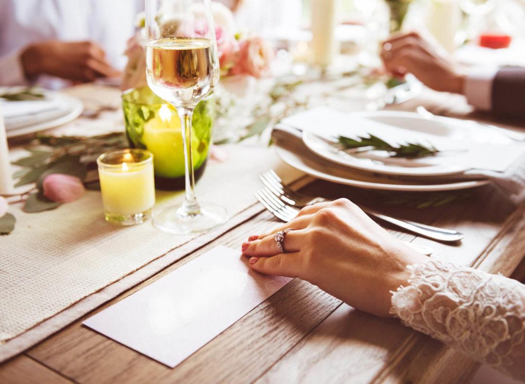Πώς να οργανώσεις μια βραδιά… μυστηρίου στο σπίτι σου