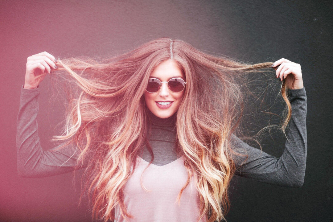 Μεταξένια και ελαστικά μαλλιά με φυσικό τρόπο
